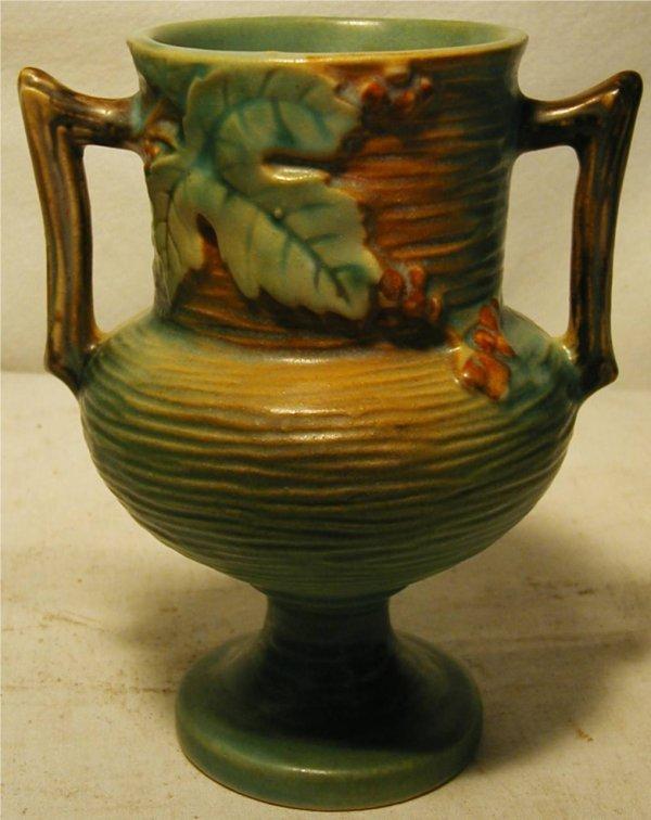 2024: Roseville Bushberry 156-6 Vase, Excellent Conditi