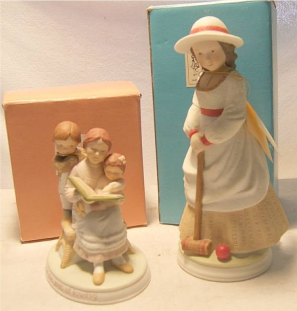 1008: Two Holly Hobbie Figurines, Mothers Joys with Box