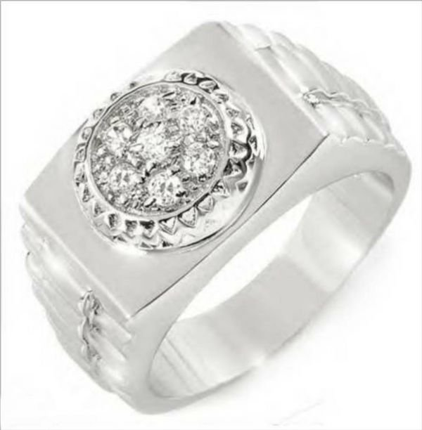 1015B: Very Nicely Made Men's  Ring With cz Well Made i
