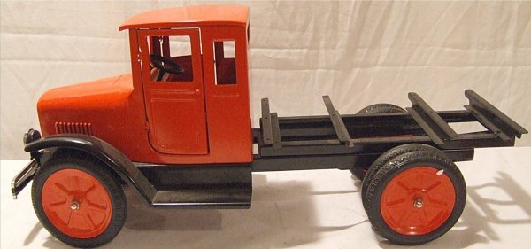 3004: Old Tyme Toys Cab and Chassie, Near Mint Conditio