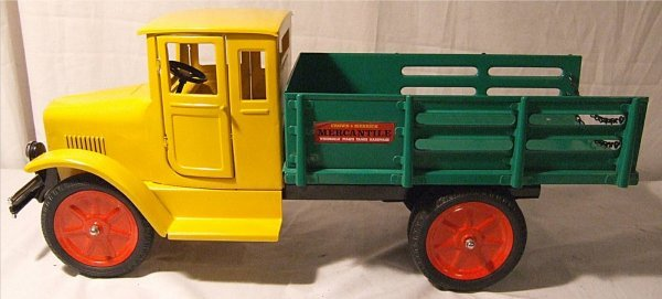 """3007: Contemporary Old Tyme Toys Baggage Truck, 26"""" Lon"""