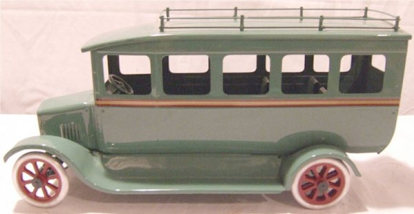 3236: Cowdery Dual Rear Wheel Touring Bus Prototype