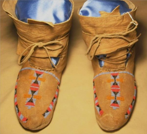 3041: Blackfoot/Shoshone Hi Top Moccassins, Ca. 1890-19