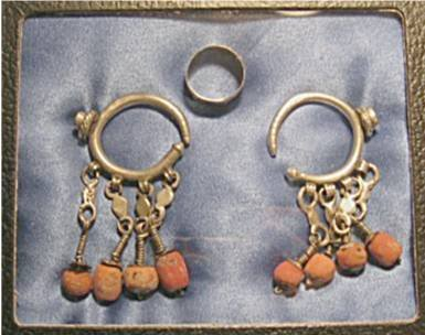 1015: Early Navajo or Zuni silver earrings with trade b