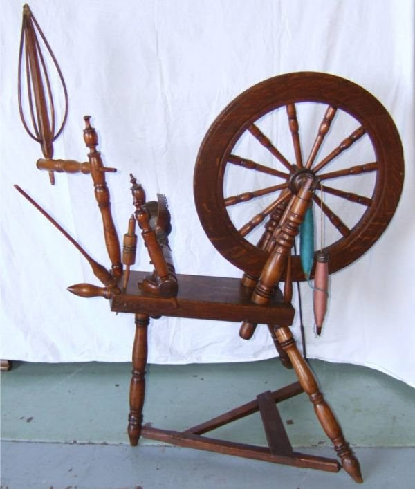 4024: 1800's Oak Complete Spinning Wheel, Excellent Co