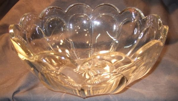 2017: Heisey Bowl 9 1/2 Dia. X 4H, Excellent Condition