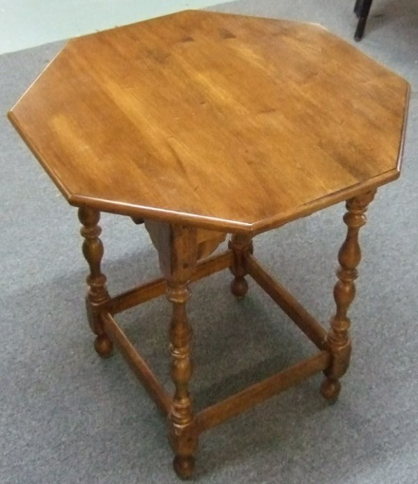 1018: Ethan Allen Octagonal Occasional Table, 24 x 24 x