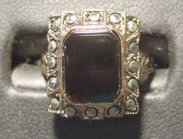1001: Onyx & Marcasite Set in Sterling (Marked) Size 4