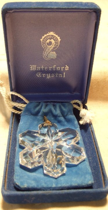 2005: Waterford Crystal Snow Flake with Presentation Bo