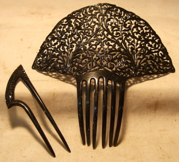 2015: Pair of Victorian Hair Combs, 7 x 7, 5 x 1 1/2 wi