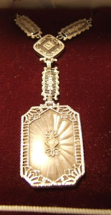 1007: 10 Kt. White Gold Victorian Necklace with Crystal