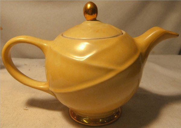 "2020: Hall Yellow Gold Porcelain 6 cup Teapot, 6 1/2""H"