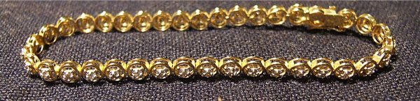 2017: 10 Kt. Gold Diamond Tennis Bracelet, 6 Inch Long