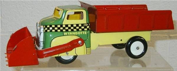 3015: Wyandotte Dump Truck with Front Scoop