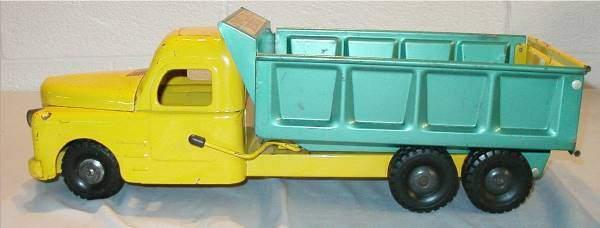 3016: Structo Hydraulic Dump Truck