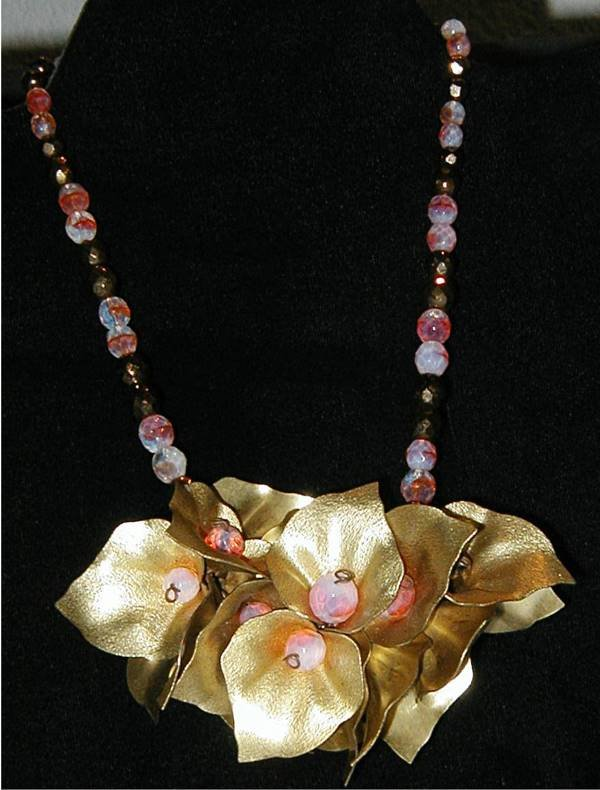 19: Costume Jewelery Necklace No Markings