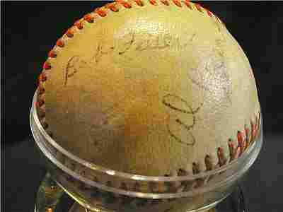 1014: Cleveland Indians Autographed Ball
