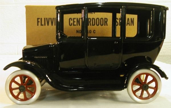2037: Cowdery Center Door Model T Ford Sedan w/Box