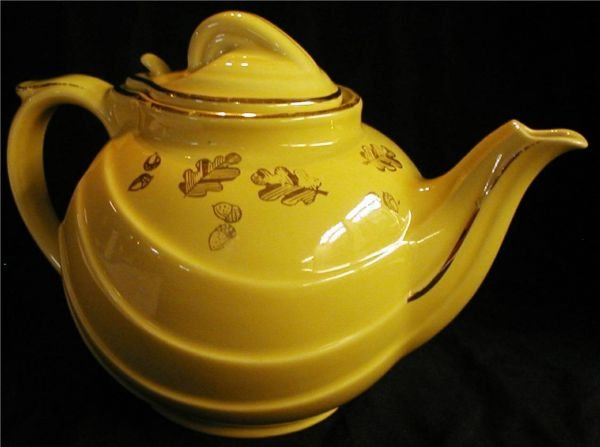 1007: Hall Tea Pot, Parade-Canary Yellow with Gold Deco