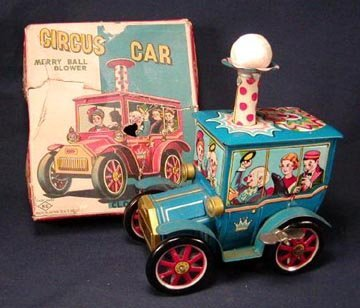 1002: Circus Car with Box Top