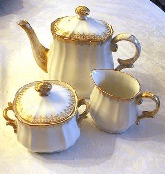 1011: Limoges D & C Tea Set