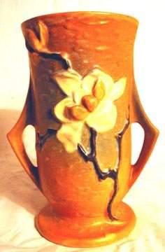 Roseville 89-7 Magnolia Vase