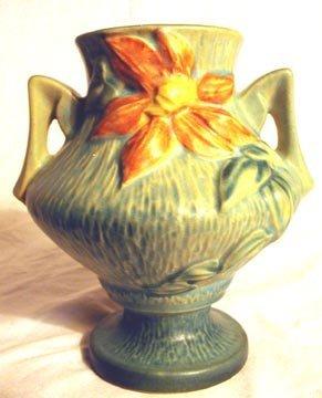 1016: Roseville 188-6 Clematis Vase