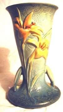 Roseville 136-9 Zephyr Lily Vase