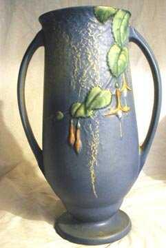 1187 Roseville 903 12 Fuschia Vase