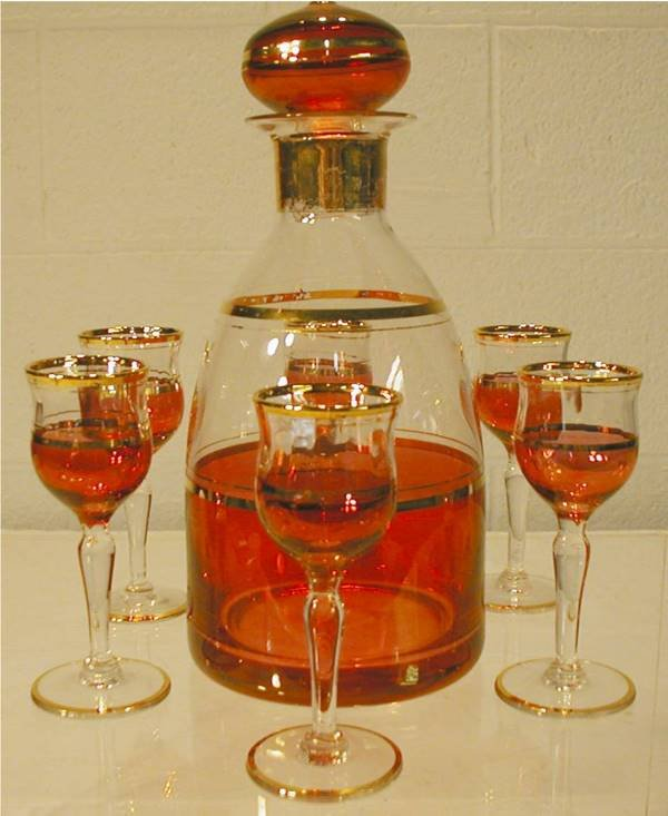 1008: Cranberry & Gold Leaf Decanter Set