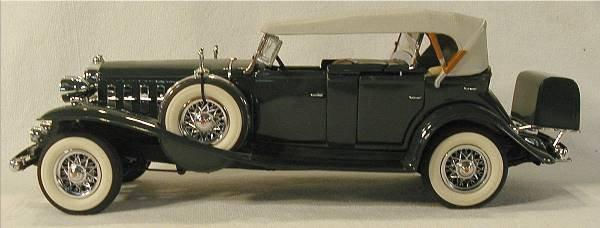 1013: Danbury Mint 1932 Candillac V16 NM