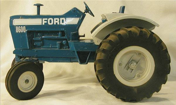 1019: Ertl Ford 8600 Tractor