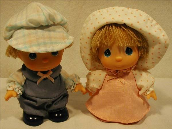 "3018: Precious Moments 5"" Boy & Girl Doll Set"