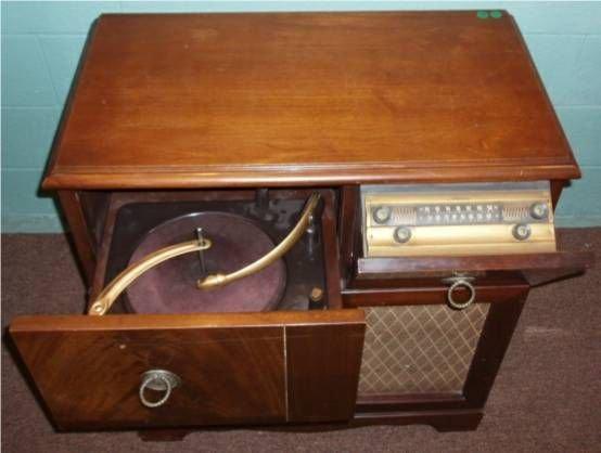 5227: Silvertone Walnut Console Radio/Phonograph, 15 3/ - 2