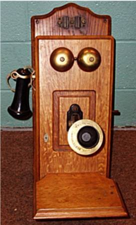 1005: Cracraft Leigh Electric Co. Oak Wall Telephone