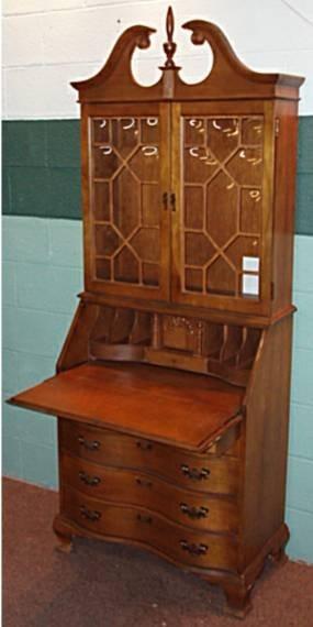 1006: Maple Govenor Winthrop Secretarial Desk with Bulb