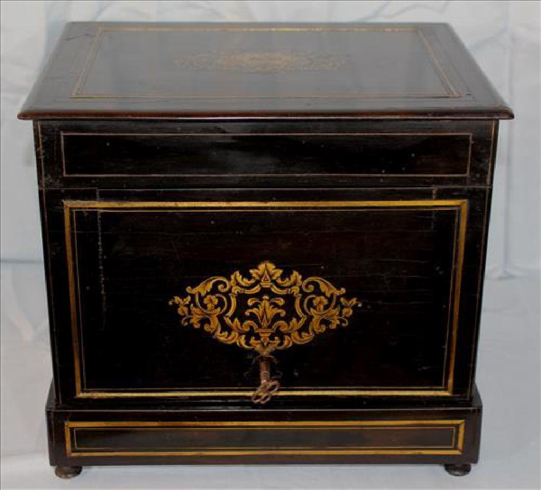 Black lacquer inlaid rosewood French Tantalus set