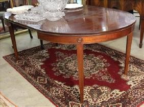 Small mahogany dining table with 2 leaves