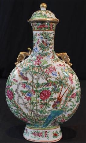 19th Century Chinese porcelain capped vase