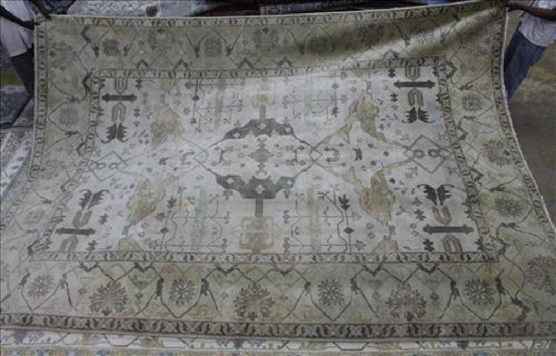 Fine Oushak rug, 9.10 x 13.8