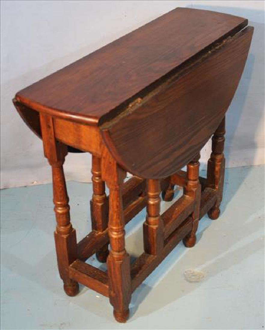 Small oak gate leg table with original finish - 2