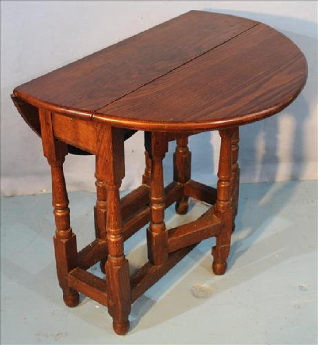 Small oak gate leg table with original finish - 3