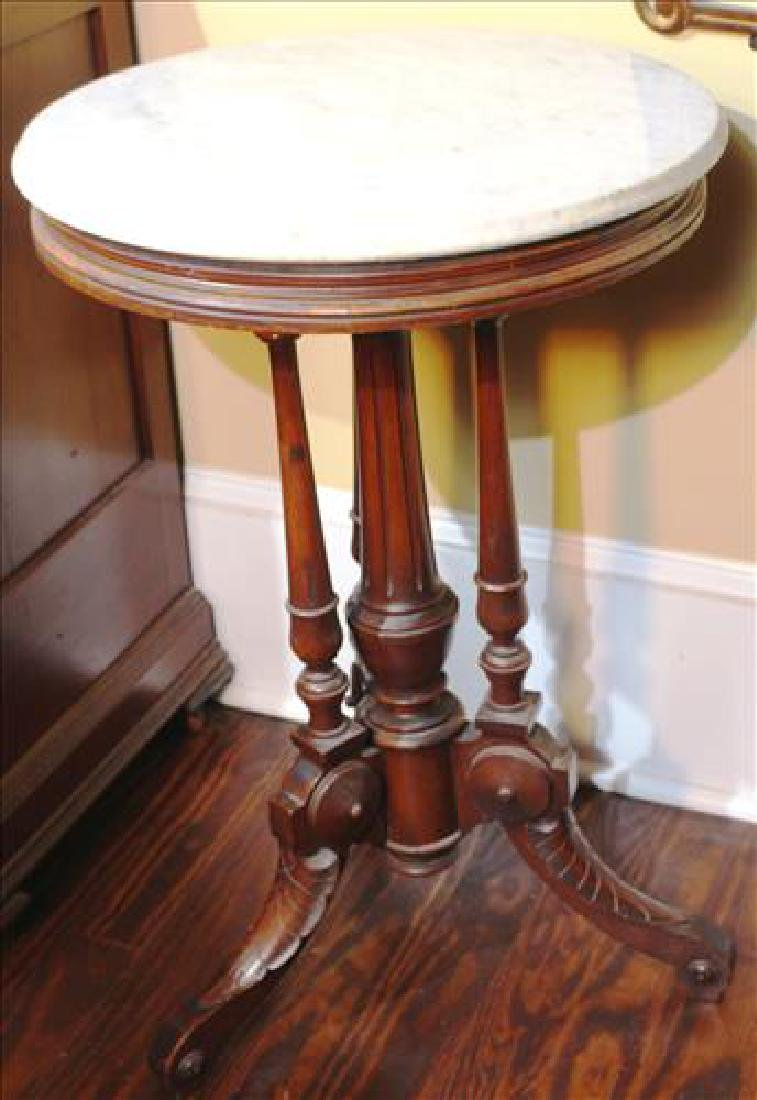 Walnut Victorian round marble top table 30T, 20 dia
