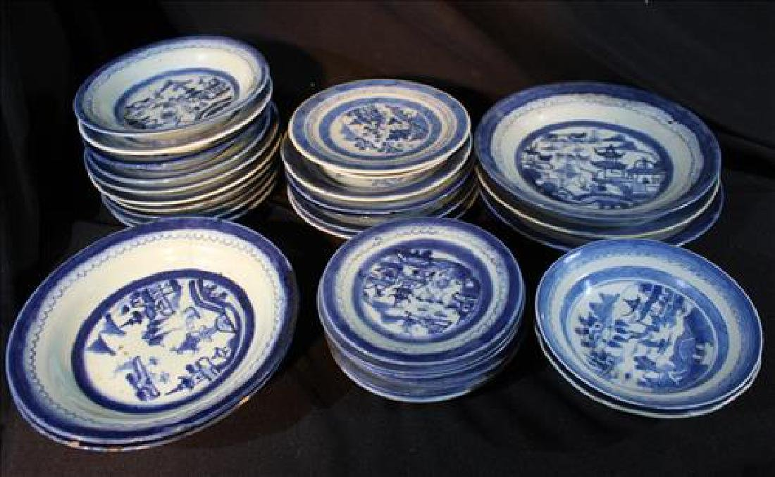31 pieces of very old Chinese porcelain dinnerware
