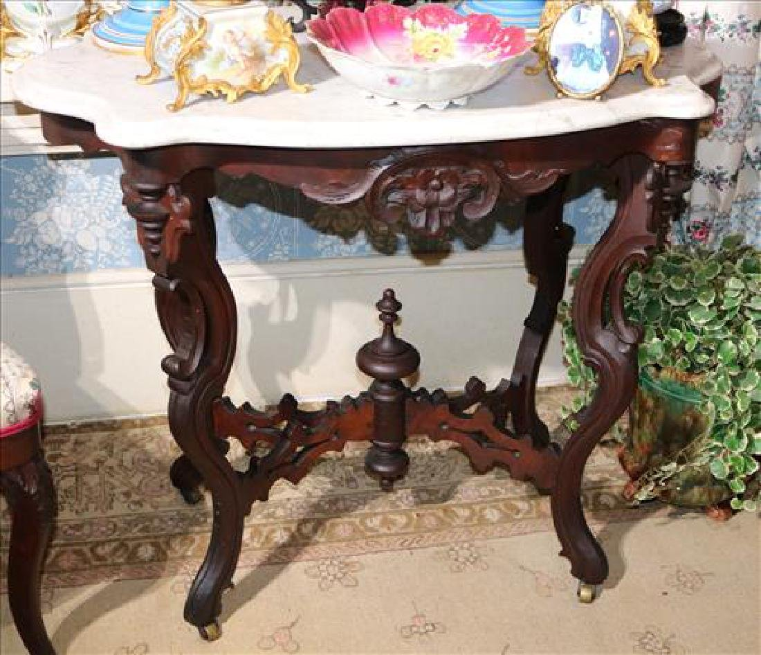 Walnut Victorian small turtle top table with marble