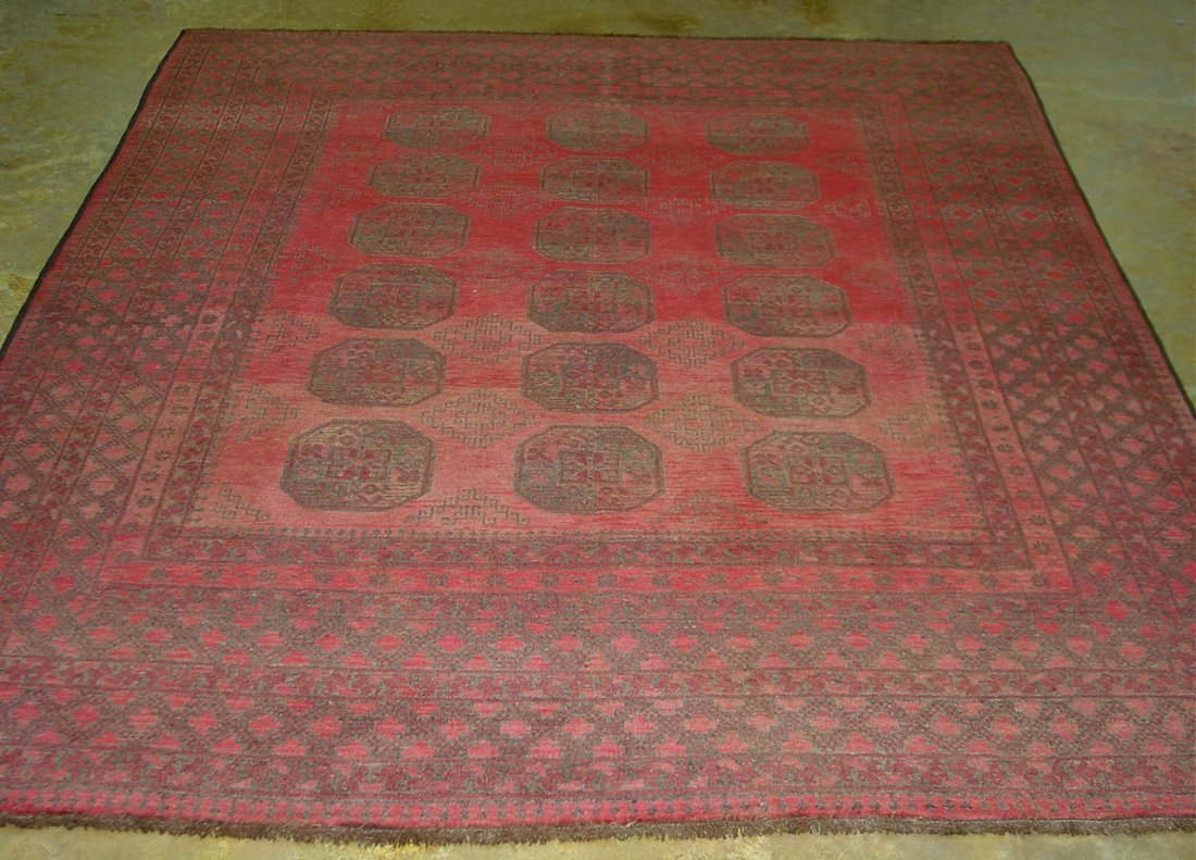 16: Hand made Persian rug, 8ft 4in  x 6ft 8in. -