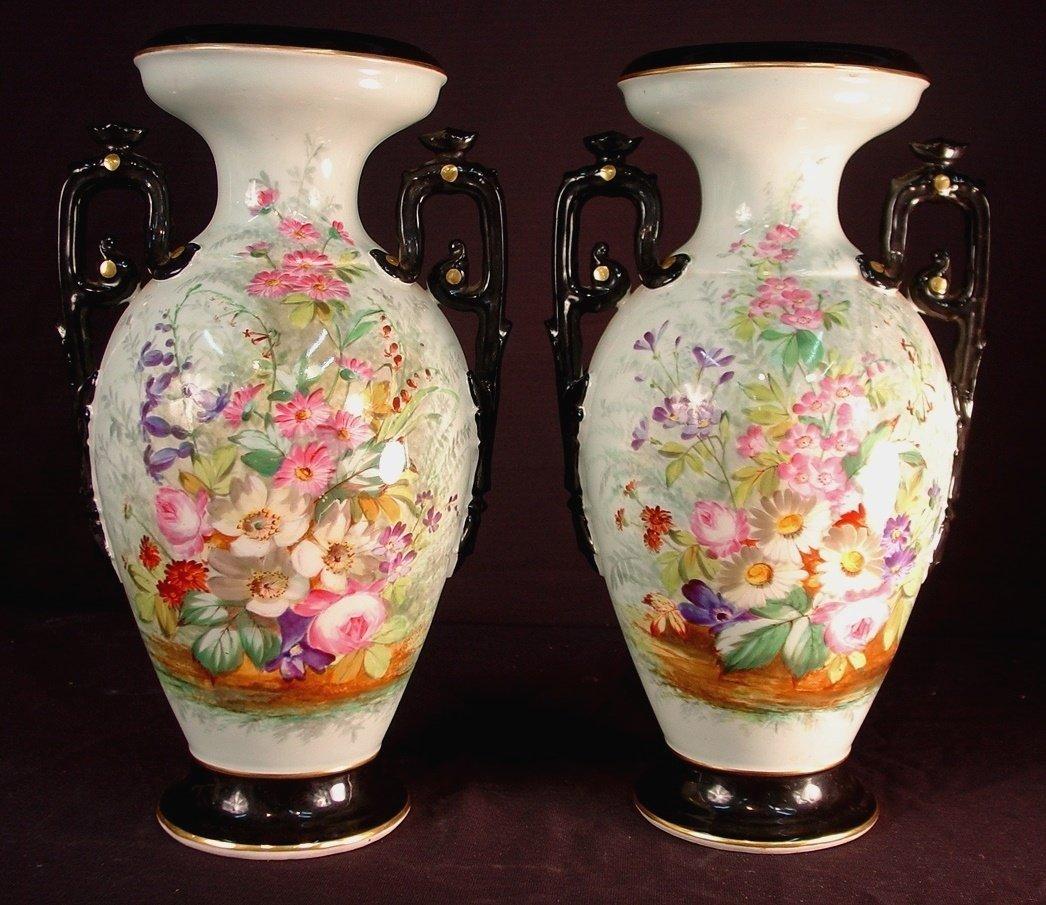 277: Pair of Old Paris vases with multiple flowers, in