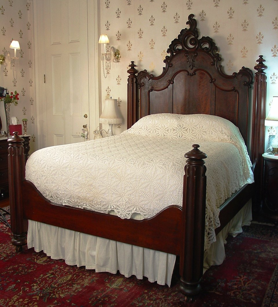 Victorian Bedroom: 4pc. Bedroom Suite, Flame Mahogany Early Victorian By
