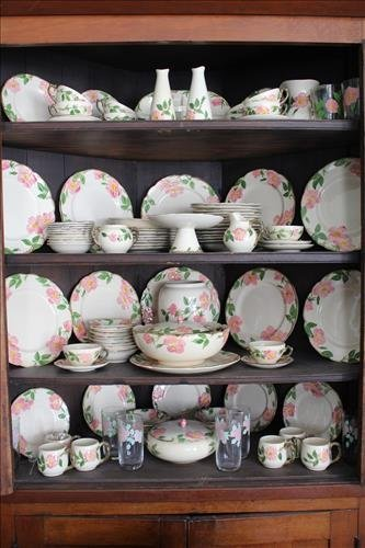 219 pieces of Franciscan ware dessert rose dinnerware