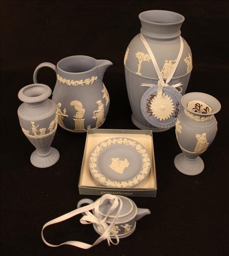 6 pieces of Wedgwood